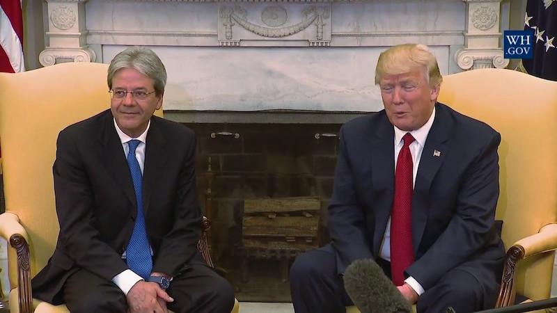 Paolo Gentiloni naast Donald Trump