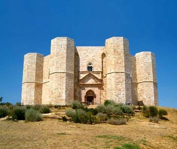 Het achthoekige Castel del Monte in Apulië