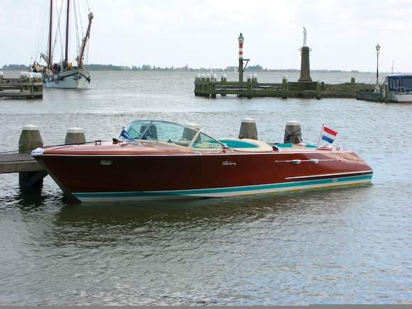 Riva Aquarama in de Jachthaven Naarden