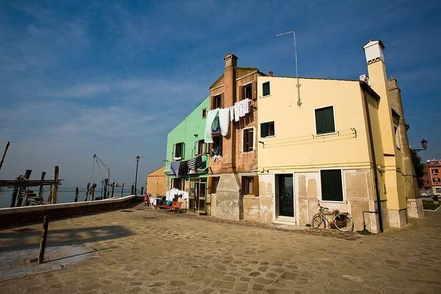 Schilderachtig Pellestrina in de Venetiaanse lagune