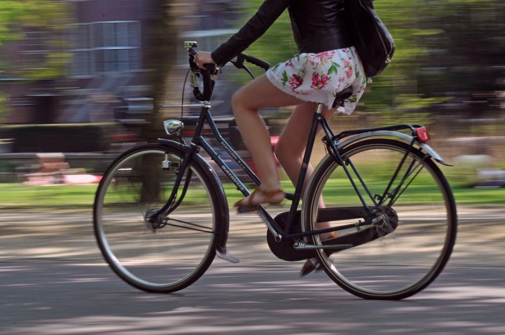 Afbeeldingsresultaat voor rokjes op de fiets