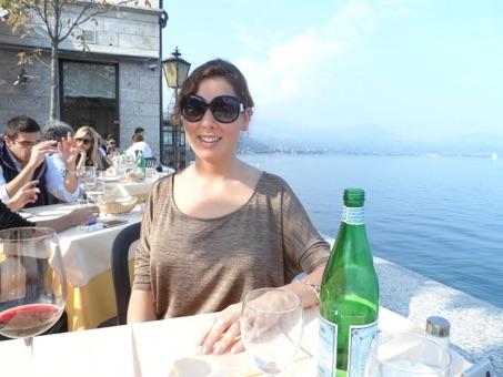 Lunchen aan het water bij Lago Maggiore