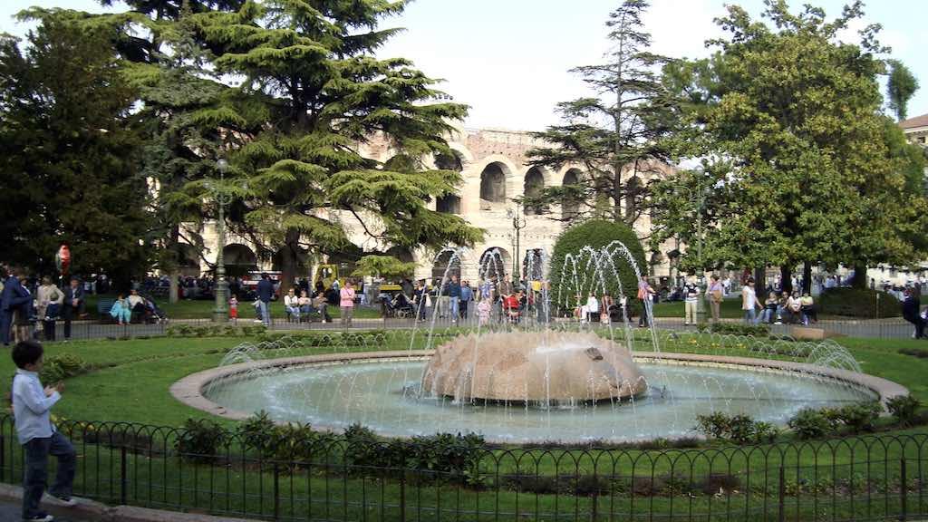 mooiste pleinen van italie - piazza bra verona