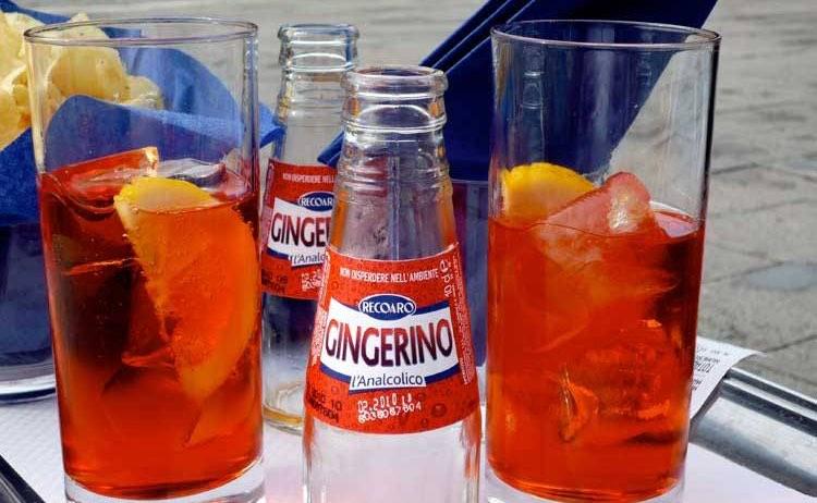 Gingerino kun je natuurlijk ook gewoon zó drinken