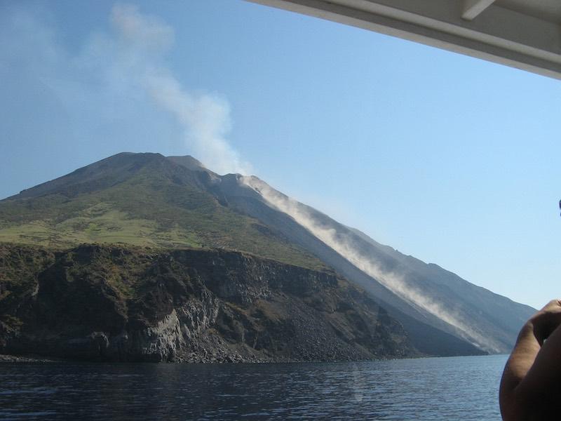 backpacken-sicilie-stromboli-vulkaan