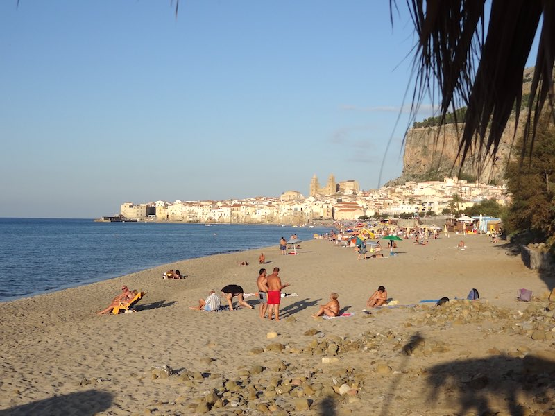 Cefalù, Sicilië, eind oktober: heerlijk weer en rustig strand