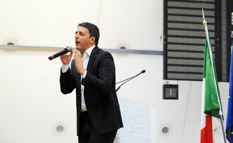 Renzi tijdens zijn ja-campagne voor het referendum