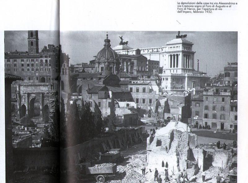 Sloop van de woonwijk die in opdracht van Mussolini in 1932 plaats moest maken voor de weg.