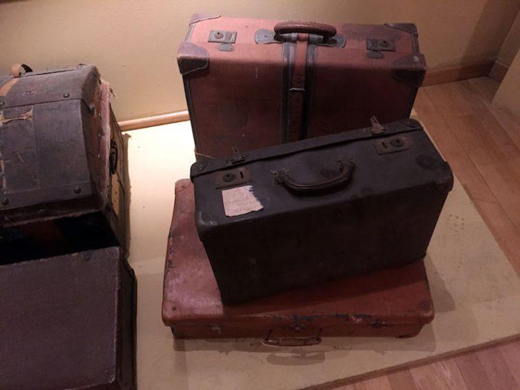 Koffers van vetrokken Italianen in het Migratiemuseum van Rome. Foto Rop Zoutberg