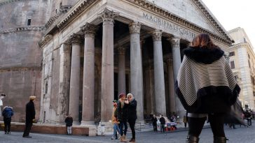 De open koepel van het Pantheon in Rome kon je tot nu toe gratis bewonderen. Maar daar komt waarschijnlijk verandering in.