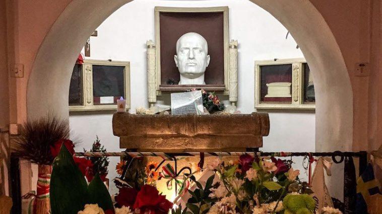 Graf van Mussolini in Predappio