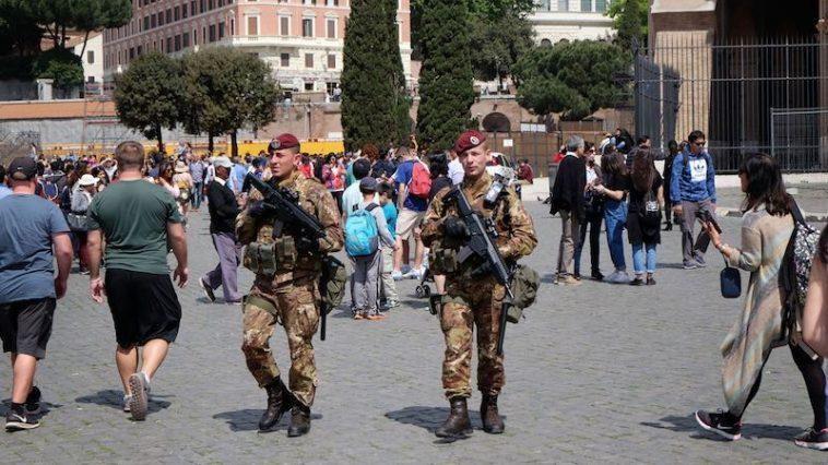 Paasfeest 2017 De veiligheidsoperatie rond Colosseum op Goede Vrijdag