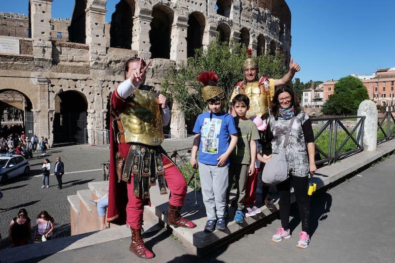 Romeinse soldaten terug bij Colosseum Foto Rop Zoutberg