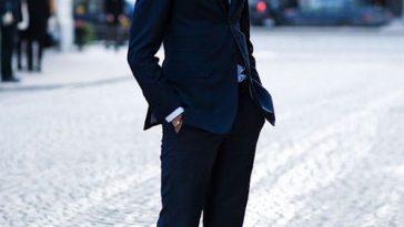 italiaanse mode - sportschoenen onder een pak