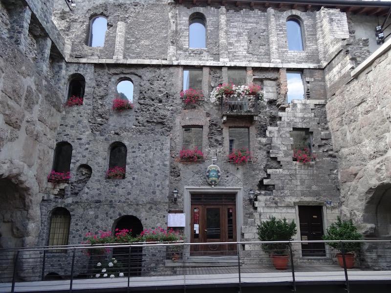 Een restaurant in de oude stadspoort