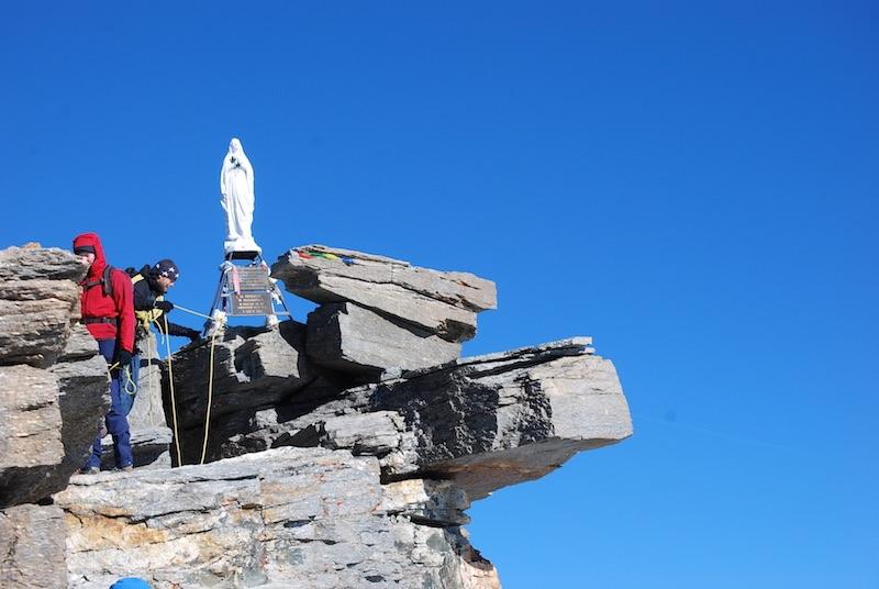 De Madonna markeert de top van de Gran Paradiso op 4.061 meter