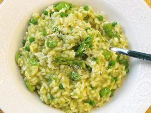 Risotto met groene asperges, doperwten en tuinbonen