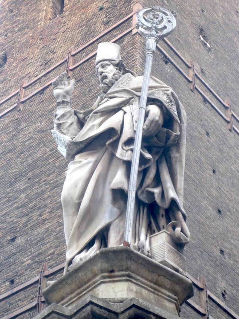 San Petronio met de Due Torri onder zijn mantel
