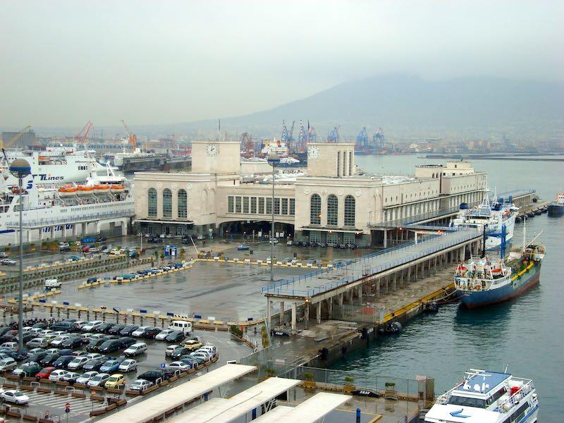 Aan de cruiseterminal van Napels kunnen de grootste cruiseschepen ter wereld aanmeren
