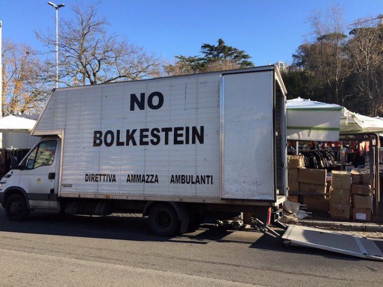 No Bolkestein! zie je in Italië overal op de markt