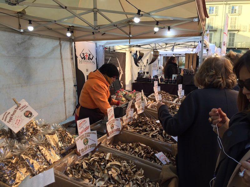 Funghi porcini in een kraam in Asti