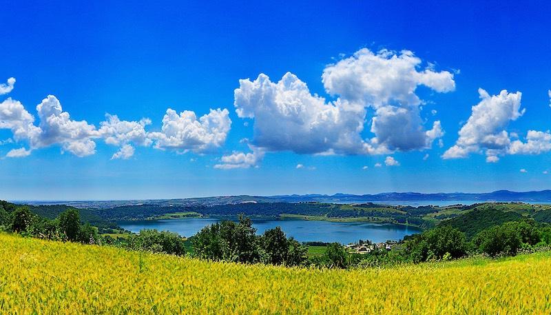 Het Lago di Martignano ligt naast het veel bekendere Lago di Bracciano
