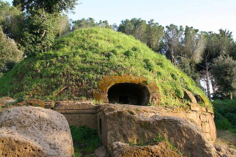De Etruskische grafheuvels van Cerveteri