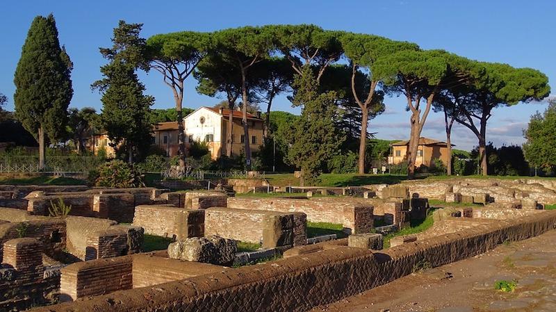 Het is geweldig om door Ostia Antica te struinen