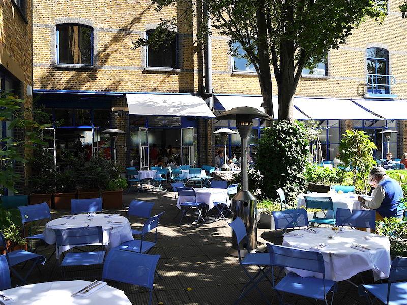 Het River Cafe aan de Thames Wharf in Londen