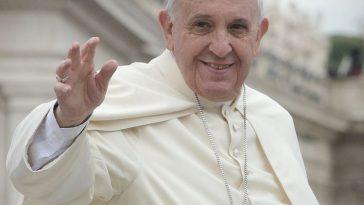 Paus Franciscus trakteert op ijs