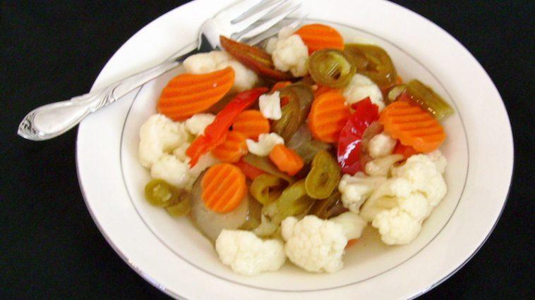 Hoe maak je Italiaanse ingemaakte groenten?