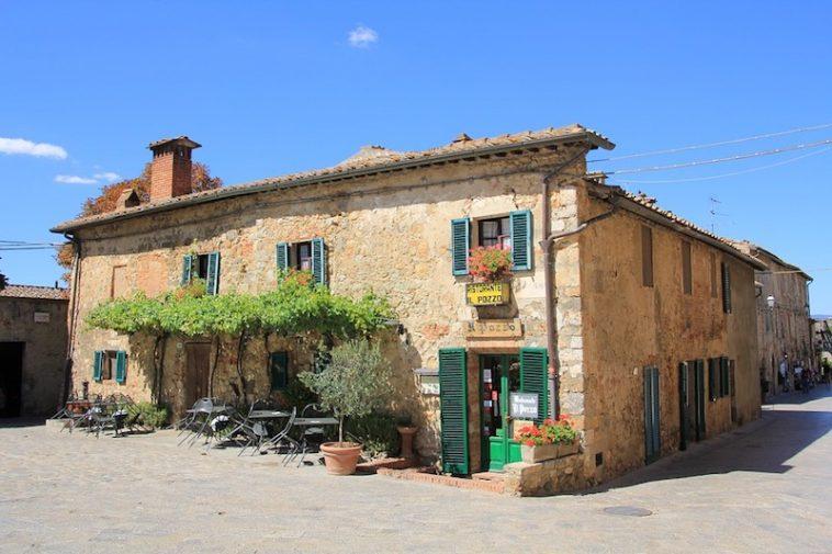 Het Italiaanse dorp als centrum van de wereld