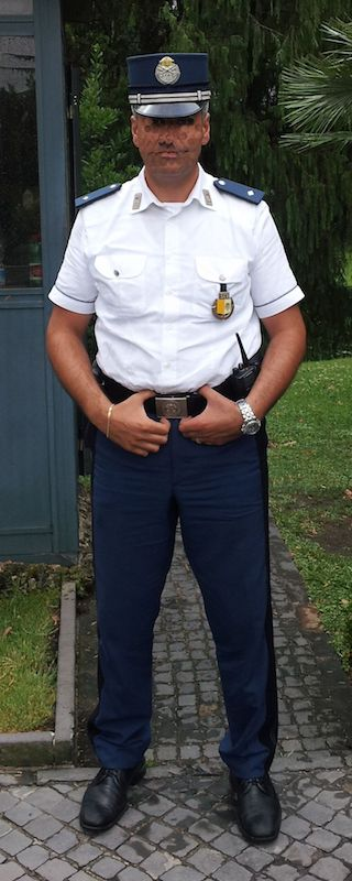 Agent van de Gendarmerie van Vaticaanstad in zomeruniform