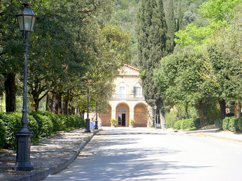 De ingang van de Grotta Giusti bij Monsummano Terme