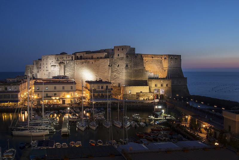 Castel dell'Ovo bij nacht