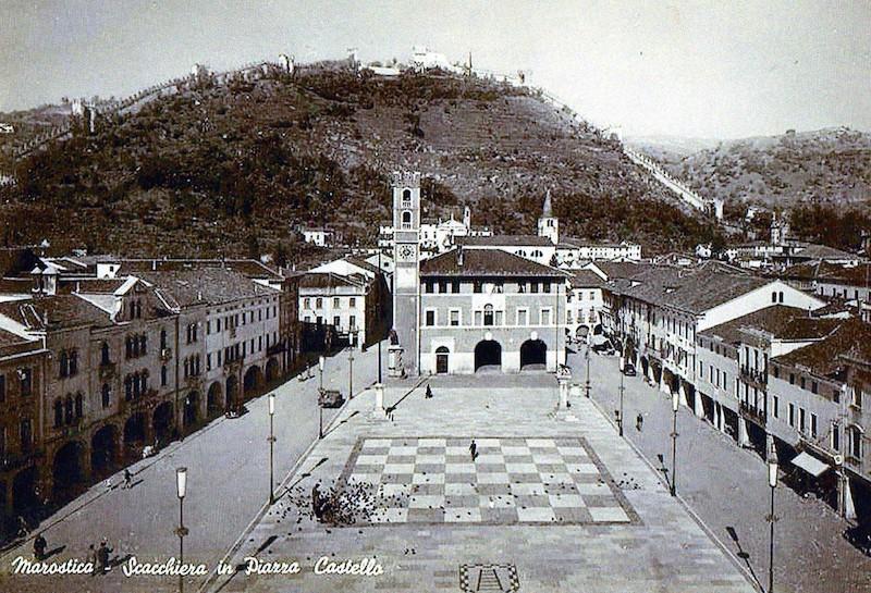 Het Schaakplein in Marostica in de jaren 50