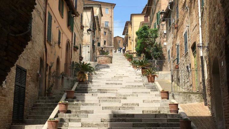 Via La Piaggia, de trap van Corinaldo