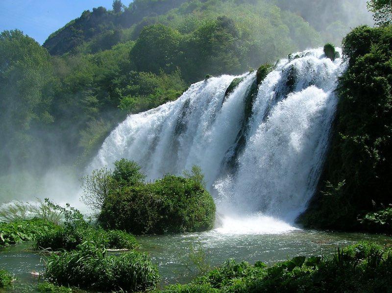 Een van die bijzondere plekken in de Apennijnen: de watervallen van Marmore