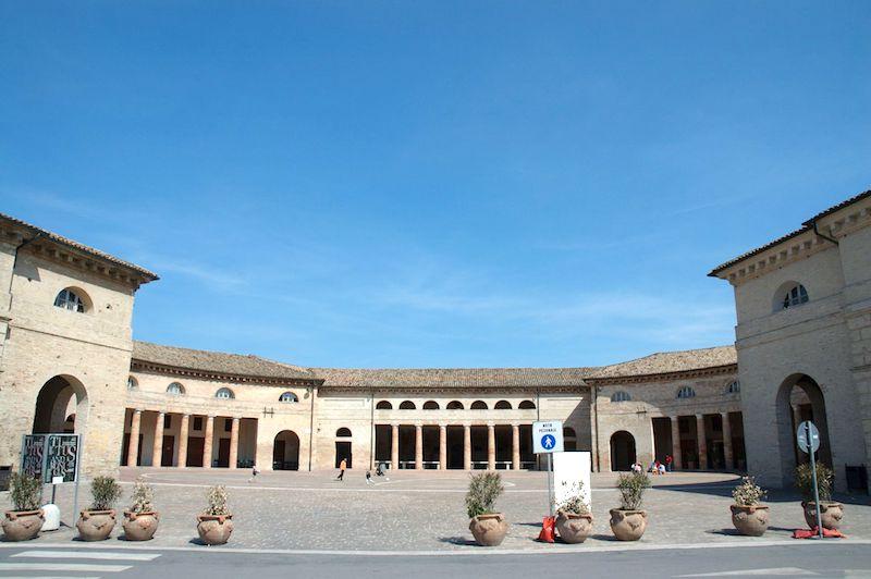Het Foro Annonario in Senigallia