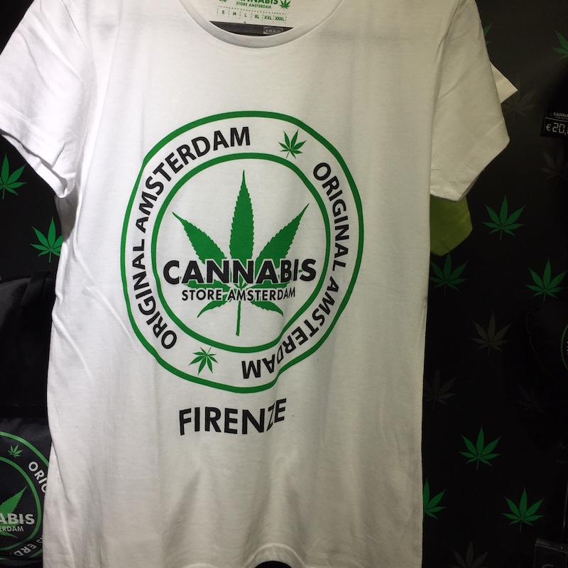 T-shirt van de Cannabis Store
