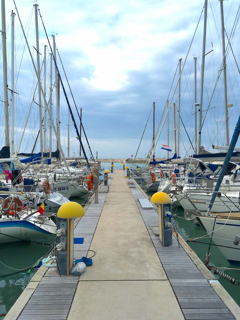 De haven van Senigallia, met een bootje onder Nederlandse vlag!