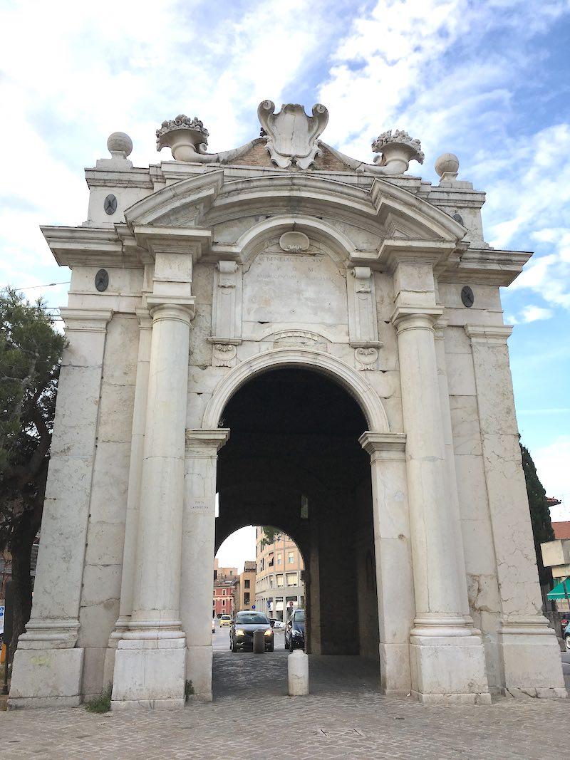 De Porta Lambertina die toegang geeft tot het centrum van Senigallia