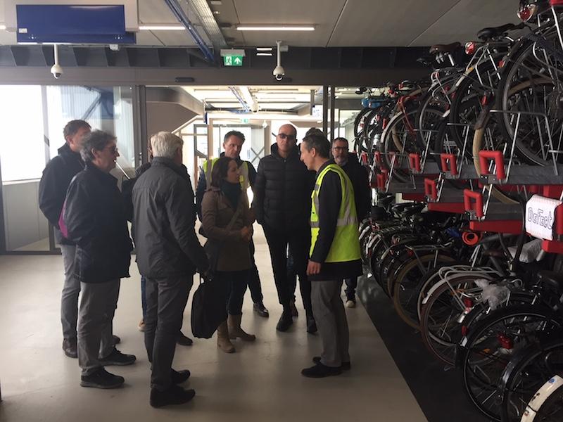 Bestuderen fietsenstallingen buiten en onder CS Utrecht 2