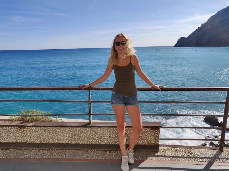 De blauwe zee bij Monterosso Cinque Terre