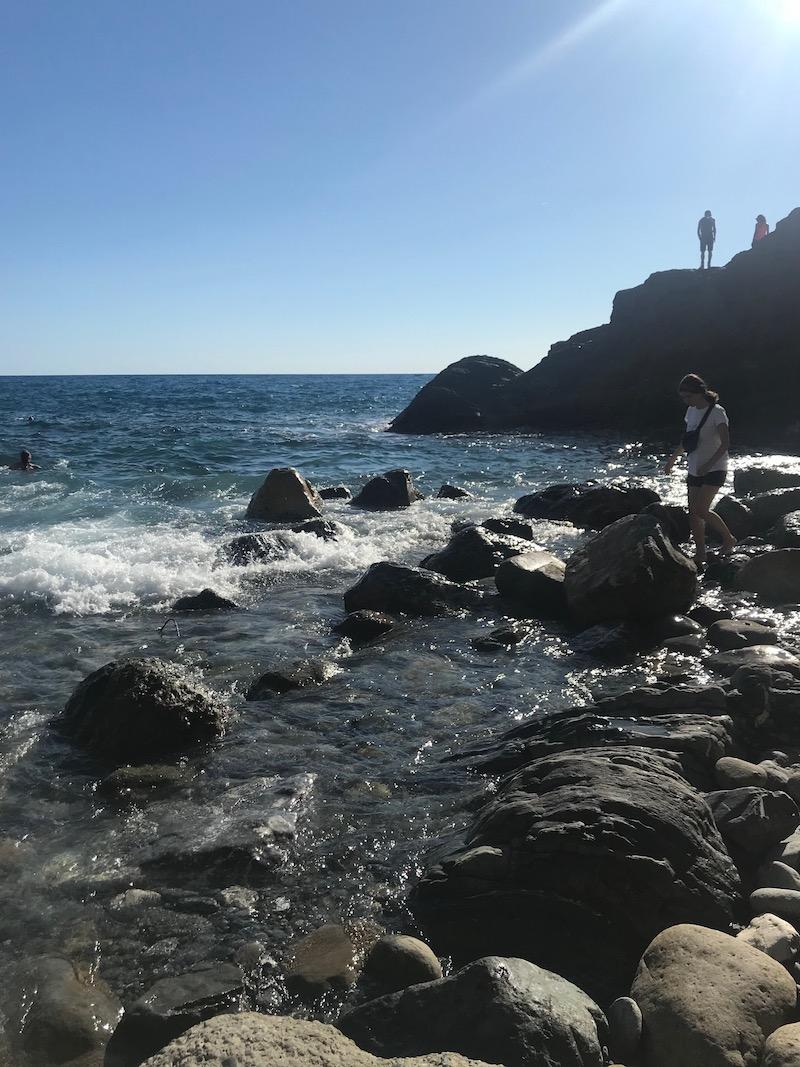 Het 'geheime' rotsenstrand: het was er druk