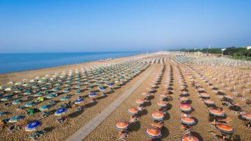 Het strand van Bibione aan de Venetiaanse Rivièra