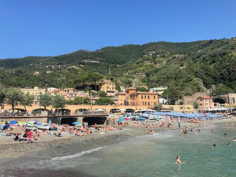 Het enige echte strand bij de Cinque Terre: Monterosse al Mare