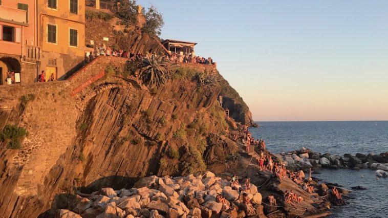 Zonsondergang in Riomaggiore, een van de dorpjes van de Cinque Terre