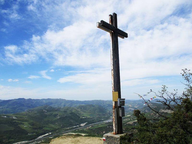 Kruis boven op een top