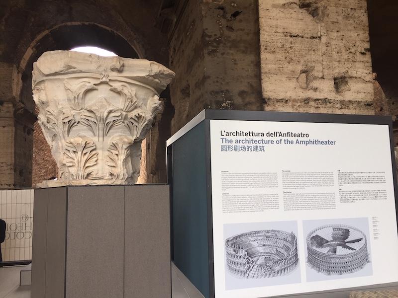 Gevallen kapiteel van het Colosseum